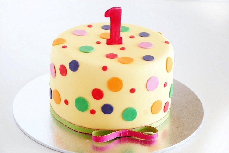 Gateau anniversaire original pois multicolores fille 1 an
