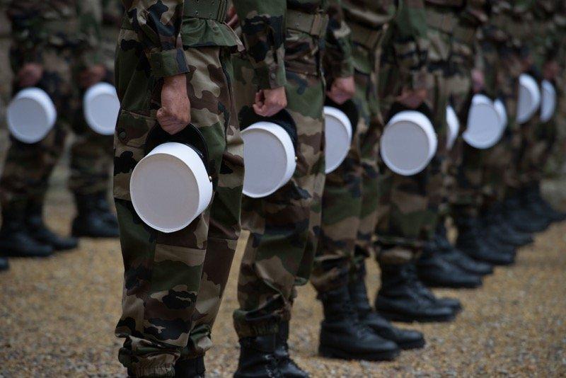 Remise de kepis blancs pour les jeunes legionnaires