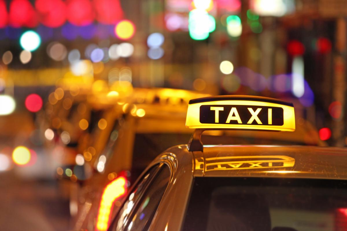 Taxis istock com foto maxiphoto dl ppt 0